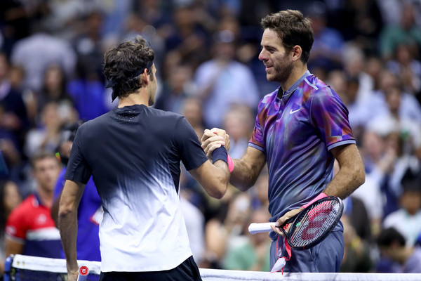 Respect: Roger Federer congratulates del Potro on the win | Photo: Clive Brunskill/Getty Images North America