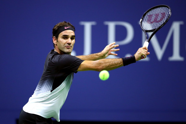 Roger Federer hits a backhand slice | Photo: Clive Brunskill/Getty Images North America