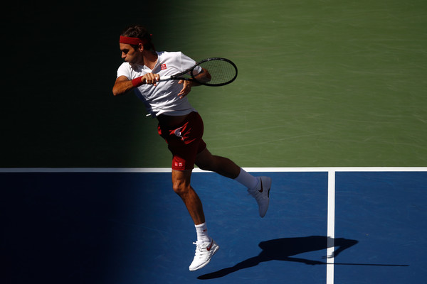 Roger Federer flew through the one-sided second set | Photo: Julian Finney/Getty Images North America