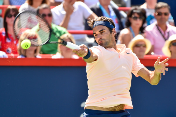 Roger Federer hits a forehand | Photo: Minas Panagiotakis/Getty Images North America