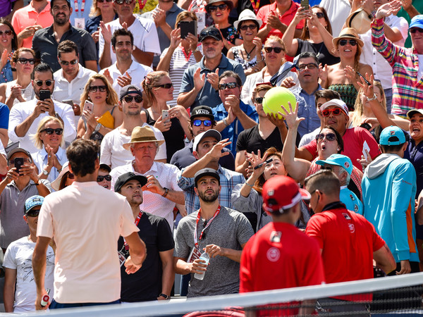 Roger Federer was absolutely a crowd favourite | Photo: Minas Panagiotakis/Getty Images North America