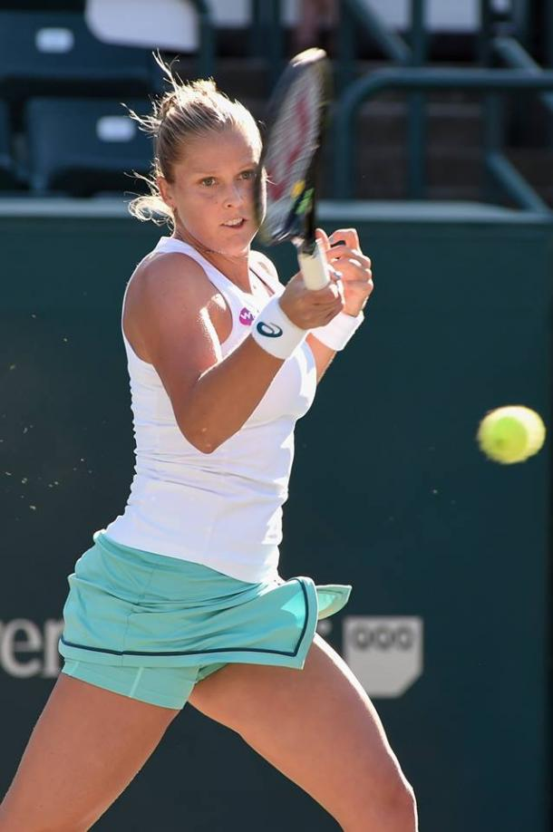 Shelby Rogers hits a forehand during her first round match. Photo: Volvo Car Open