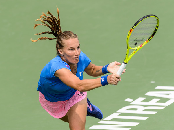 Svetlana Kuznetsova hits a forehand to Petra Kvitova in Montreal/Photo: Minas Panagiotakis/Getty Images