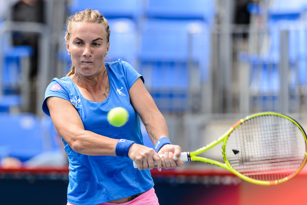 Svetlana Kuznetsova hits a backhand to Petra Kvitova during their third round match in Montreal/Photo: Minas Panagiotakis/Getty Images