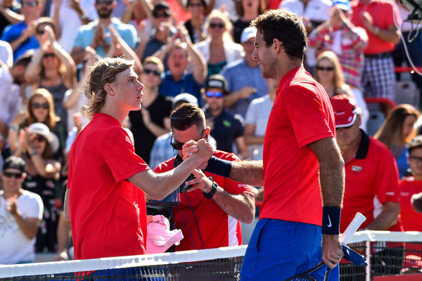 Both players meet at the net after the match | Photo: Minas Panagiotakis/Getty Images North America