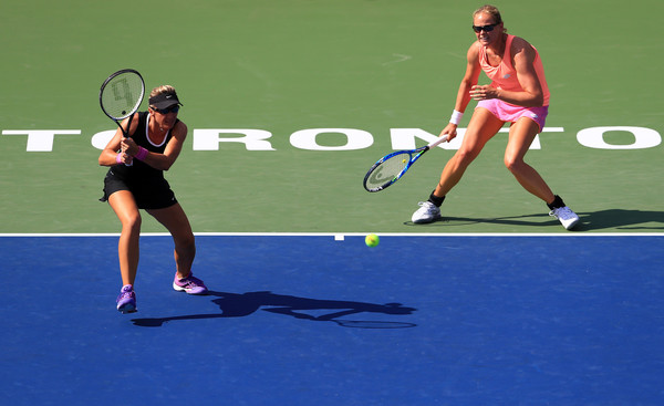 Kveta Peschke and Anna-Lena Gronefeld in action | Photo: Vaughn Ridley/Getty Images North America