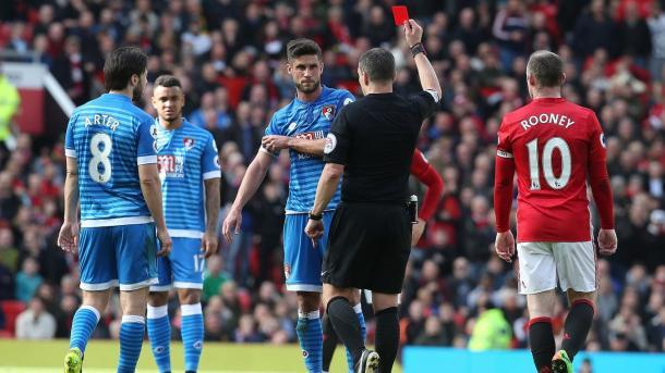 El Bournemouth acabó con 10 el último choque | Fotografía: Premier League