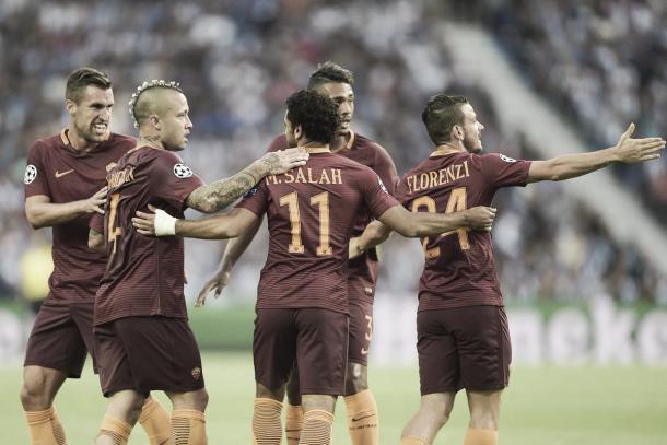 Jogadores da Roma comemoram o gol contra de Felipe (Foto: Divulgação/AS Roma)