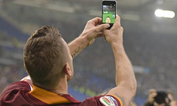 Tott's famous selfie celebration which he ironically posted to social media | Photo: Guardian.com