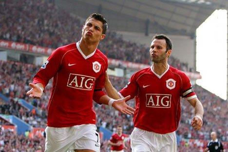 Cristiano Ronaldo e Giggs atuando juntos pelo Manchester United | Foto: Getty Images
