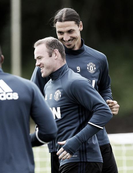 Rooney e Ibrahimovic em sessão de treinamento no United (Foto: Nigel Roddis/Getty Images)