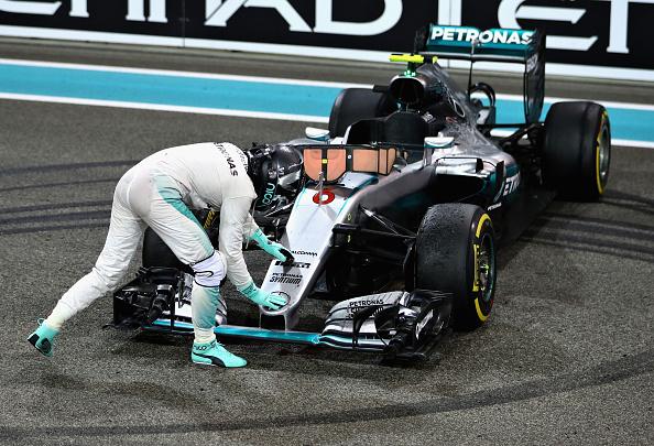 Rosberg deu zerinhos, beijou o carro e comemorou muito (Foto: Clive Mason/Getty Images)