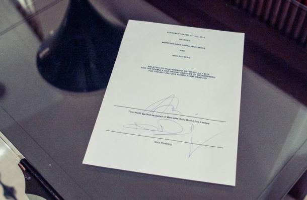 O contrato de Nico Rosberg, renovado até 2018 (Foto: Divulgação/Mercedes F1 Team)