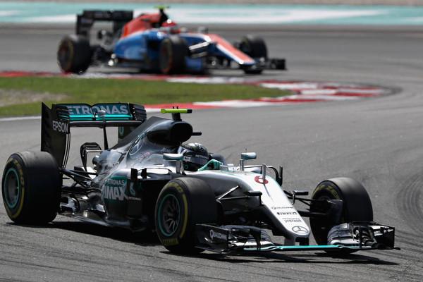 Rosberg chegou a ser punido, mas salvou um pódio e se deu bem no campeonato (Foto: Mark Thompson/Getty Images)