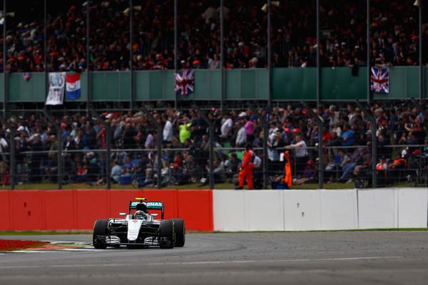 Rosberg liderou o Q1, mas ficou só nisso (Foto: Clive Mason/Getty Images)