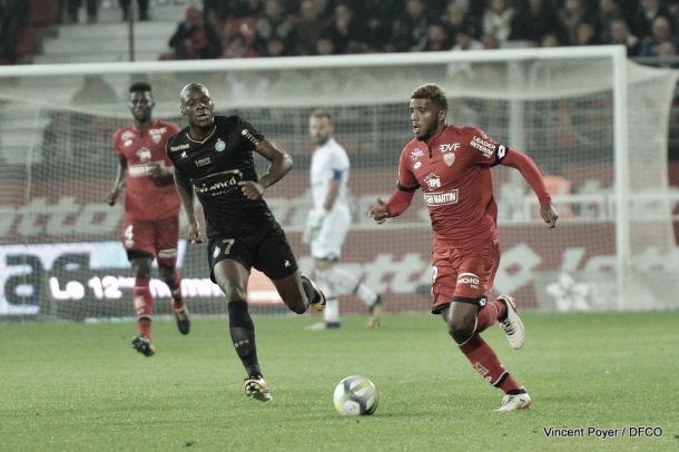 Rossier encabeza el ataque por izquierda frente al St-Étienne. Foto: Sitio Oficial del Dijon,