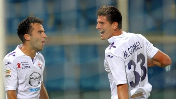 Rossi e Gómez fizeram magia quando jogaram juntos, algo que aconteceu pouco por conta das muitas lesões (Foto: Divulgação/ACF Fiorentina)