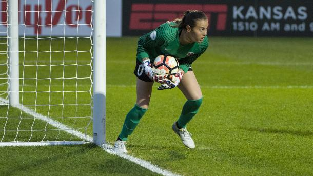 Katelyn Rowland makes two crucial saves in the first half | Photo: Amy Kontras - ISI Photos
