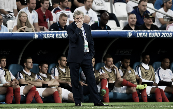 Hodgson looks on, worried, against Russia | Photo: Michael Regan/The FA