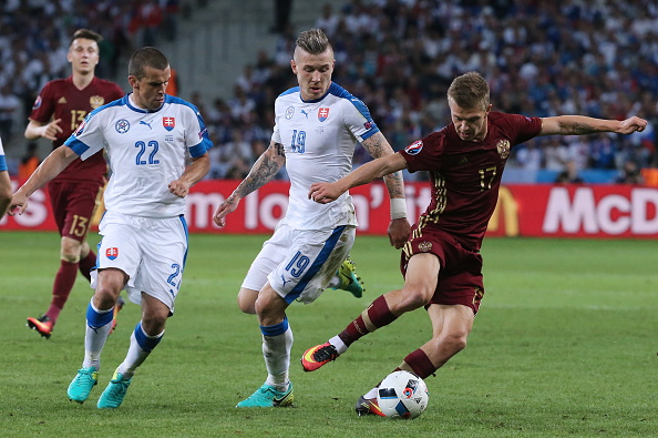 Russia and Slovakia battle for possession. | Image credit: Alexander Demianchuk\TASS via Getty Images