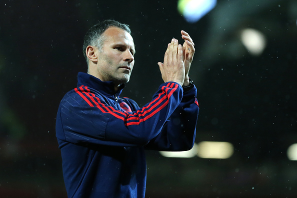 Giggs applauds the fans at the end of this season | Photo: James Bayliss/AMA