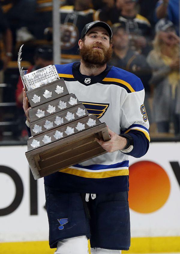 O'Reilly con el Conn Smyth Trophy | Foto: masslive.com