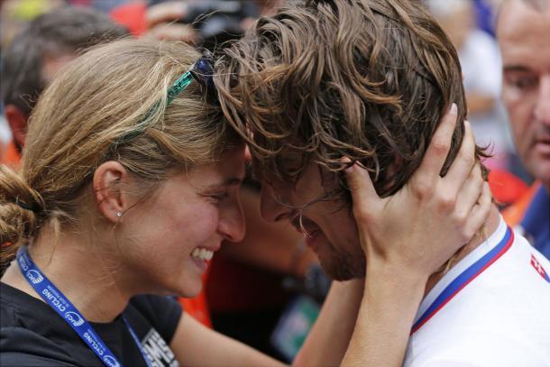 Peter Sagan junto a Katarina Smolkova tras su victoria   Fuente: Peloton Magazine