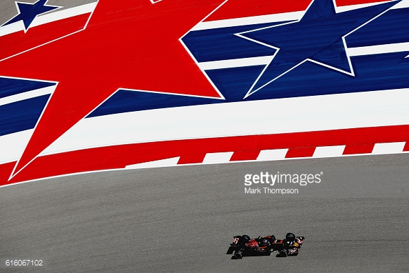 Carlos Sainz spun off late on. | Photo: Getty Images/Mark Thompson