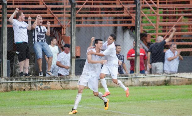 Ewerton, autor do gol de empate diante do Penapolense (Foto: Sanderson Barbarini/Foco no Esporte)