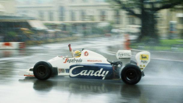 Senna bajo el diluvio en Mónaco (Fuente: https://matraxlubricantes.com/6208-2/)