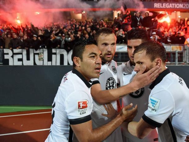 Eintracht Frankfurt celebrate Haris Seferovic's status-saving goal. | Image source: kicker - imago