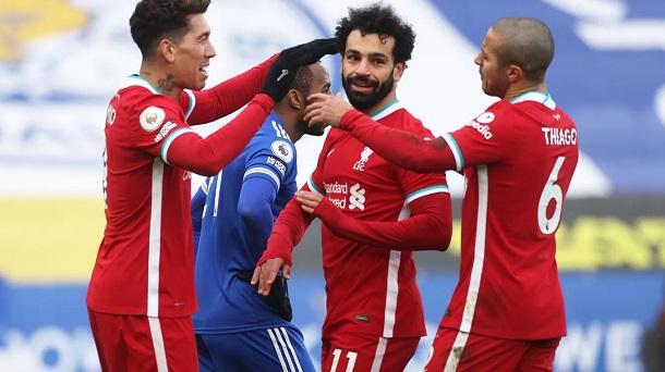 Salah celebra junto a Firmino y Thiago su delicatessen / FOTO: Premier League
