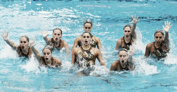 Equipo español durante un ejercicio de natación sincronizada / Fuente: RFEN