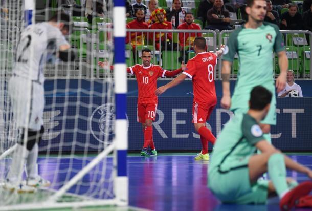 Robinho y Eder Lima celebran el primer tanto | Foto: UEFA