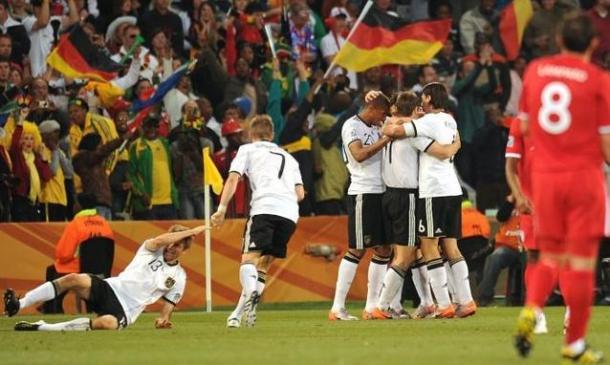 la gioia della Nazionale tedesca dopo il successo sull'Inghilterra. Fonte: Epa/Peter Steffe.