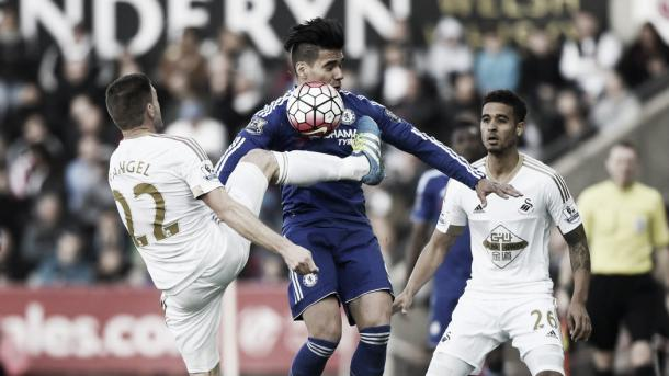 Swansea challenged for every ball against Chelsea on Saturday at Liberty Stadium. Photo provided by Reuters.