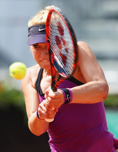 Sabine Lisicki hitting a backhand today.   Photo: Matthew Lewis/Getty Images