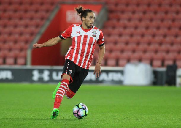 Martin Caceres in azione con la maglia del Southampton: Fonte: Southern Daily Echo