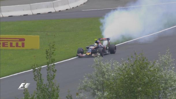 O motor estourado de Carlos Sainz encerrou as esperanças de muitos pilotos (Foto: Divulgação/F1)