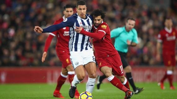 Salah dispuntando el balón con Jack Livermore. Foto: Premier League