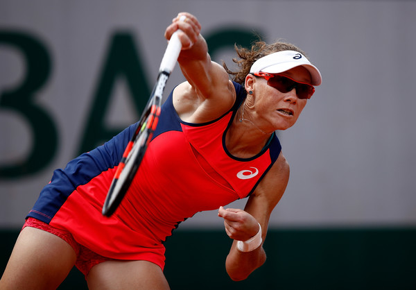 Samantha Stosur serves during the match | Photo: Adam Pretty/Getty Images Europe