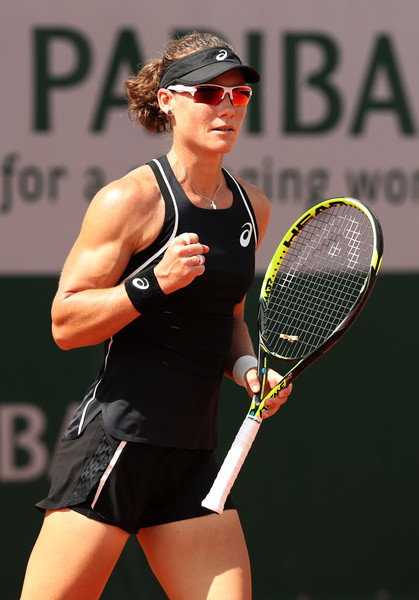 Samantha Stosur celebrates winning a point | Photo: Matthew Stockman/Getty Images Europe