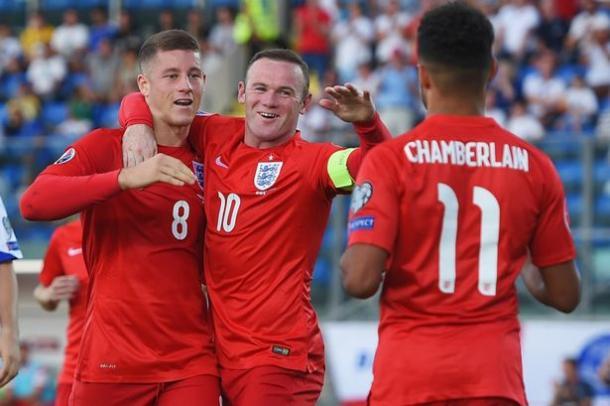 Barkley, Rooney e Chamberlain festeggiano dopo il gol a San Marino. Fonte: Michael Regan, FA.