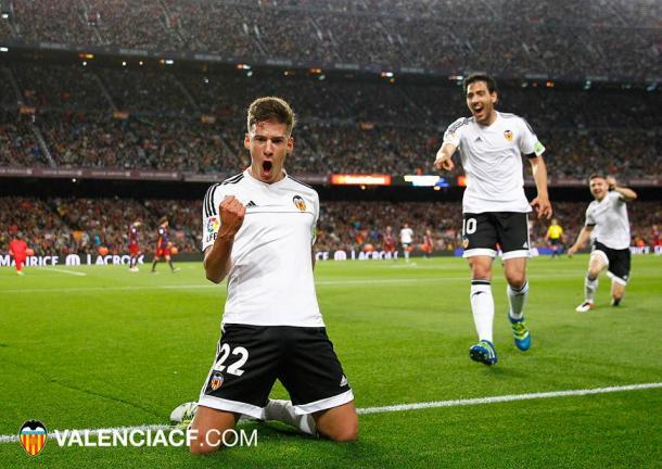 Santi Mina celebrates doubling Valencia's lead. (Credit: Valencia CF)