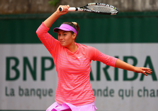 Sara Tomic hits a forehand during the 2015 French Open Junior Championships. | Photo: Clive Mason/Getty Images Europe