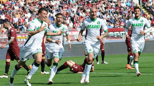 La festa per il gol di Peluso, tuttosport.com