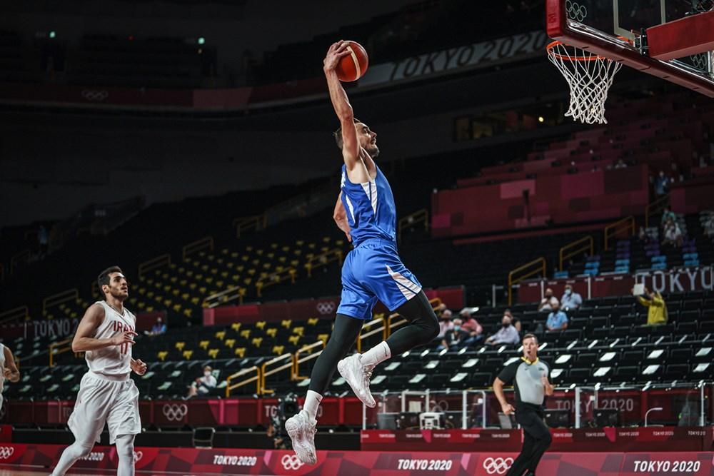 Tomas Satoransky dunks / Photo : FIBA