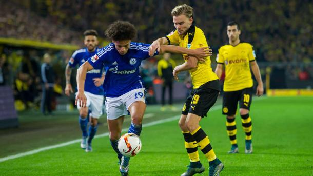 Schmelzer vying for the ball in Dortmund's 3:2 Revierderby win | Photo: News Locker
