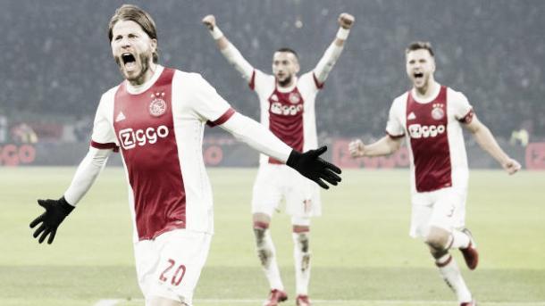 Lasse Schöne celebrando su gol ante el PSV Eindhoven. / Foto: ajax.nl