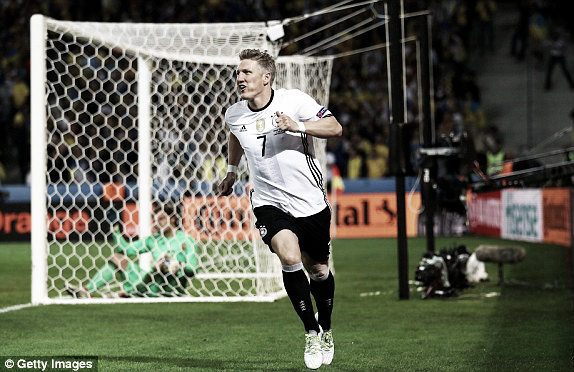 Above: Bastian Schweinsteiger celebrating his goal in Germany's 2-0 win over Ukraine | Photo: Getty Images